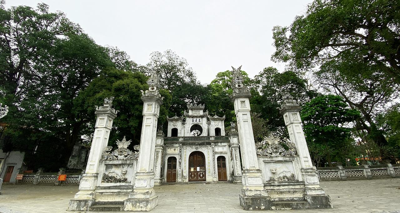 Quan thanh temple in Ha noi