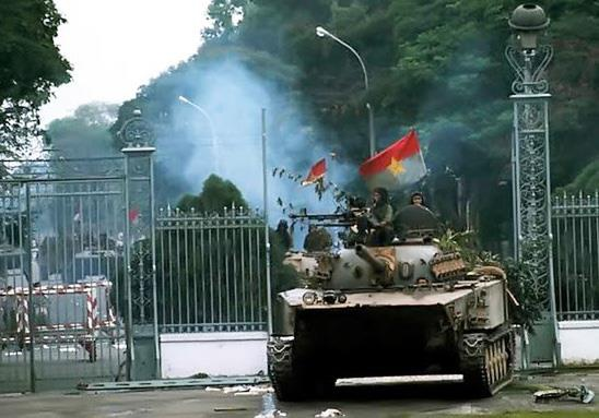 Tank ruined Reunification Palace Gate in 1975