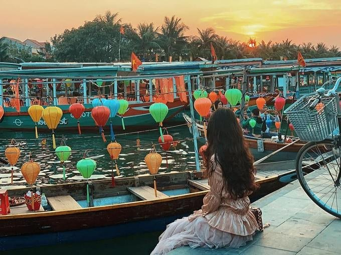 Best nightlife experiences in Hoi An - Dinner on the boat