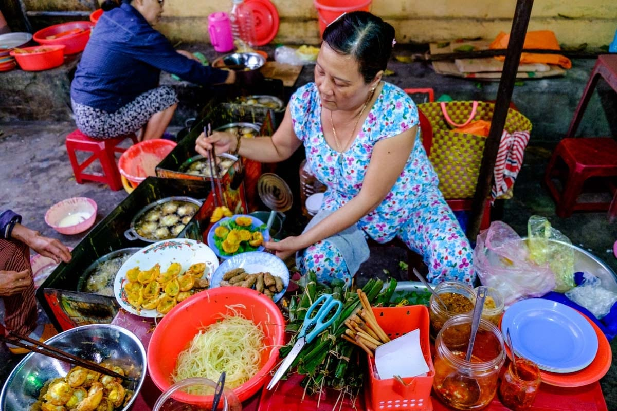 10 Vietnamese dishes you must try when you travel Hoi An Vietnam - Hoi An food tours
