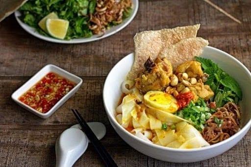 Where to eat in Da Nang Quang noodles 1