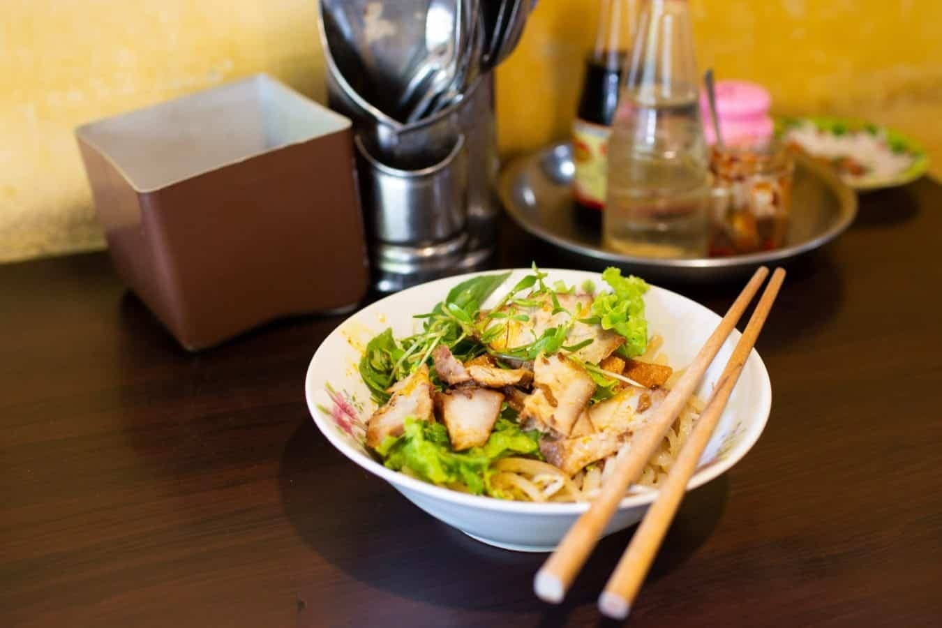 10 Vietnamese dishes you must try when you travel Hoi An Vietnam - Cao Lau