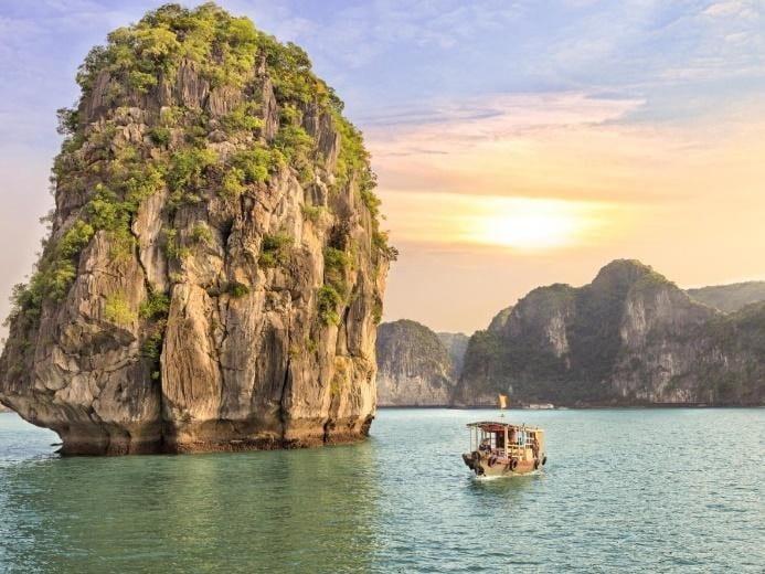 Things to do in Vietnam - Ha Long Bay